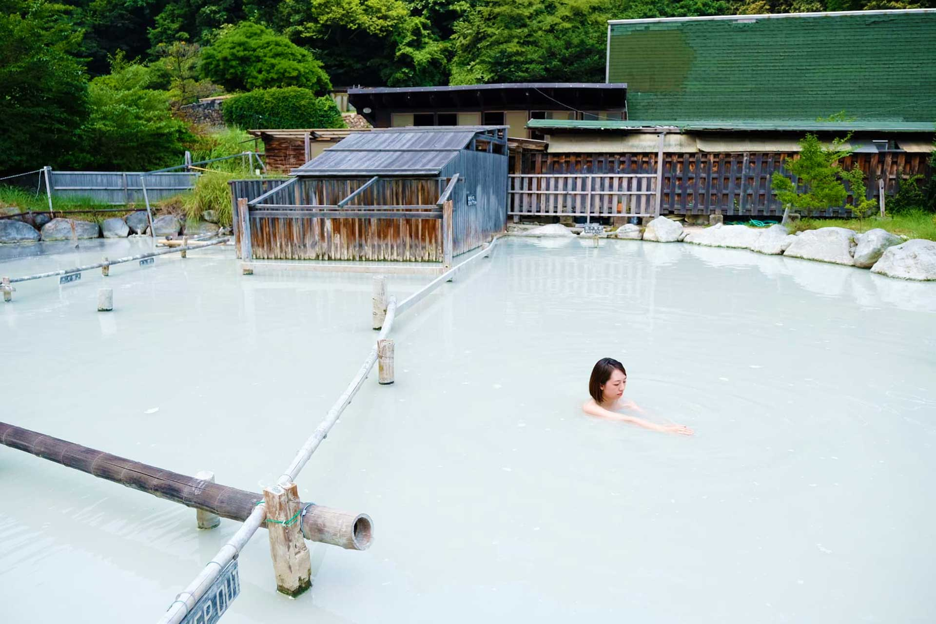 woman in Japanese mud bath hoyoland Beppu