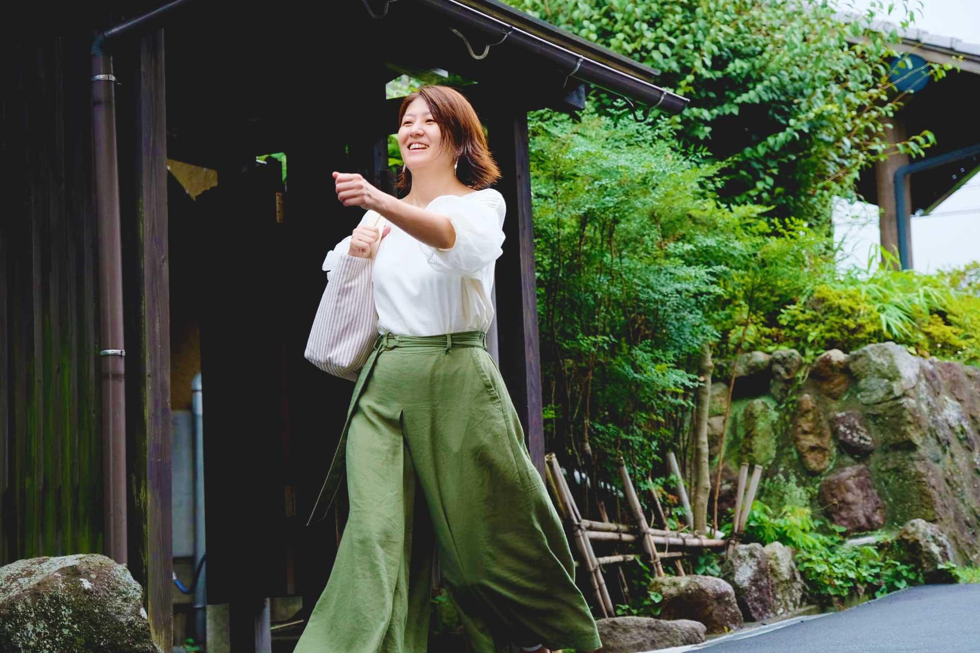 health and beauty guru walking to Beppu Onsen