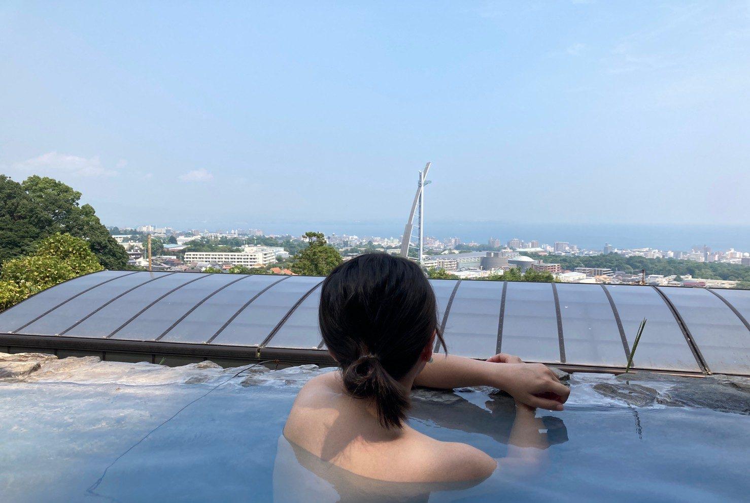 why japanese love onsen woman beppu